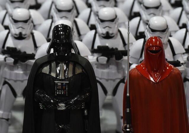 Figury bohaterów Gwiezdnych Wojen na wystawie w Kalifornii