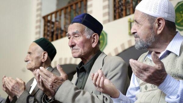 Wspólna modlitwa w meczetu Kebir-dżami w intencji ofiar deportacji narodów Krymu - Sputnik Polska