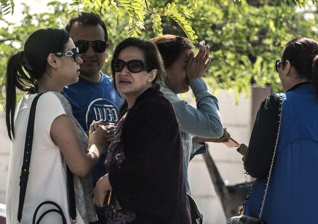 Krewni pasażerów samolotu linii lotniczych EgyptAir lecącego na trasie Paryż - Kair