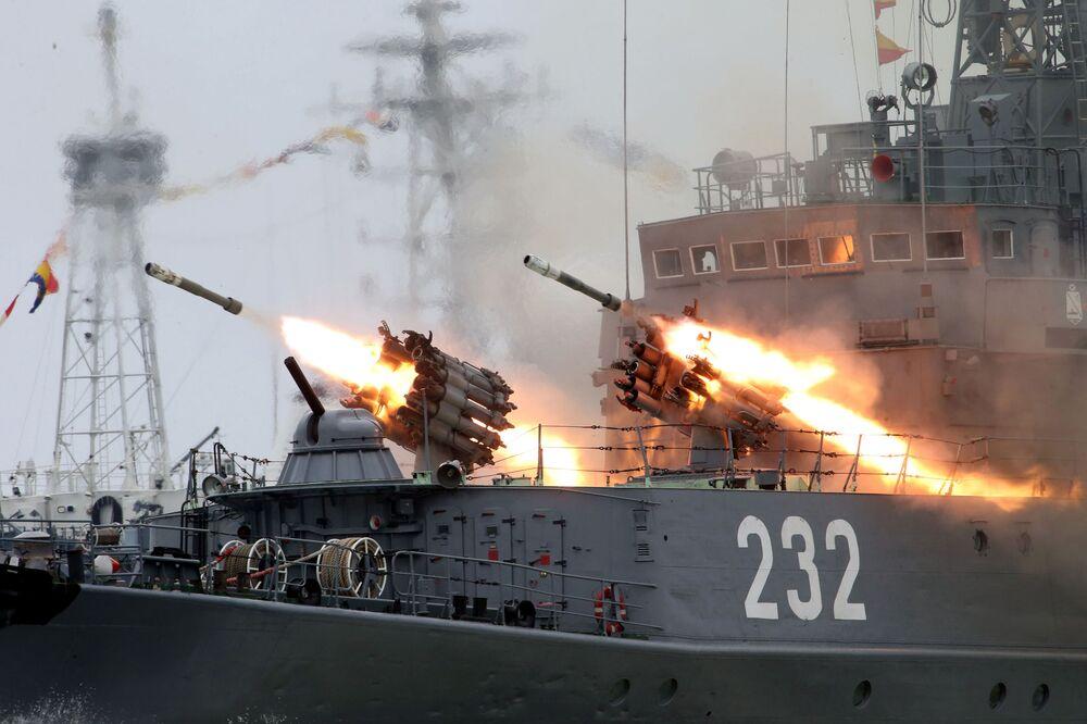 Próba generalna przed defiladą w Dzień Maryanarki Wojennej w Bałtijsku
