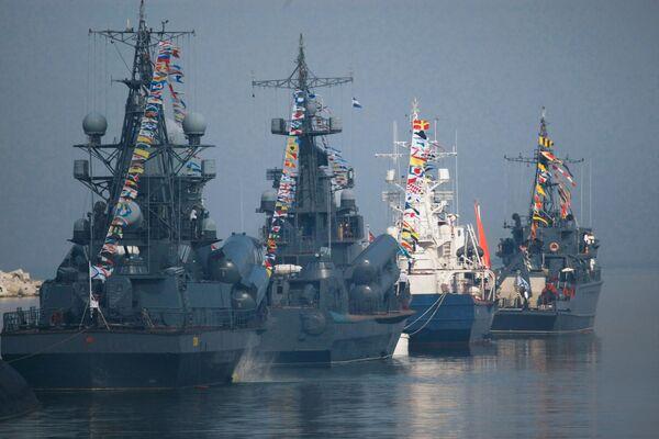 Okręty Floty Bałtyckiej przed Swiętem  Maryanarki Wojennej w Bałtijsku - Sputnik Polska