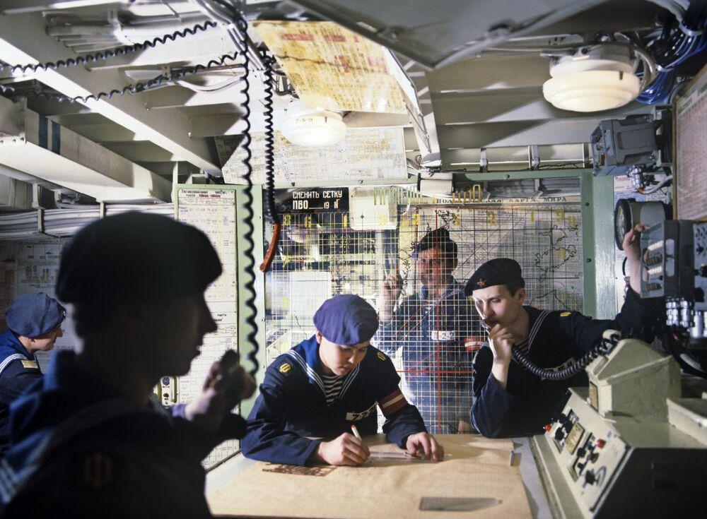 Bojowy posterunek informacyjny na okręcie Groznyj