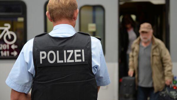 Policjant na dworcu kolejowym w Monachium - Sputnik Polska