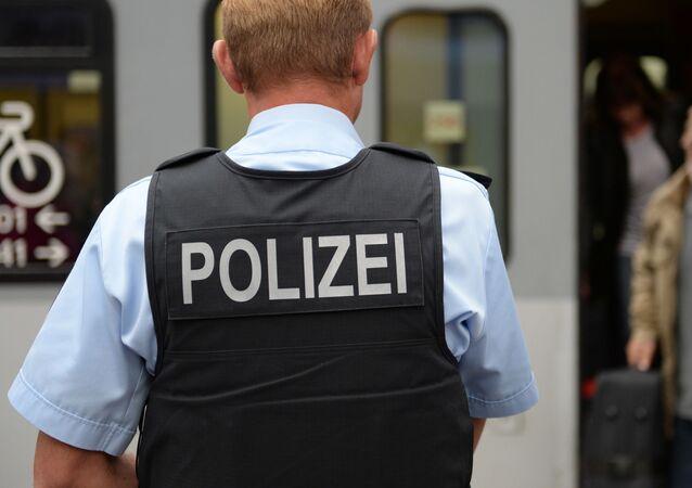 Policjant na dworcu kolejowym w Monachium
