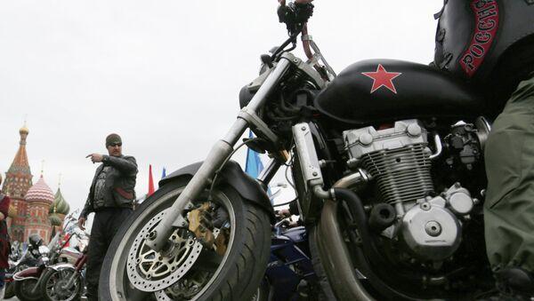 Członkowie klubu motocyklowego Nocne wilki na Placu Czerwonym w Moskwie - Sputnik Polska