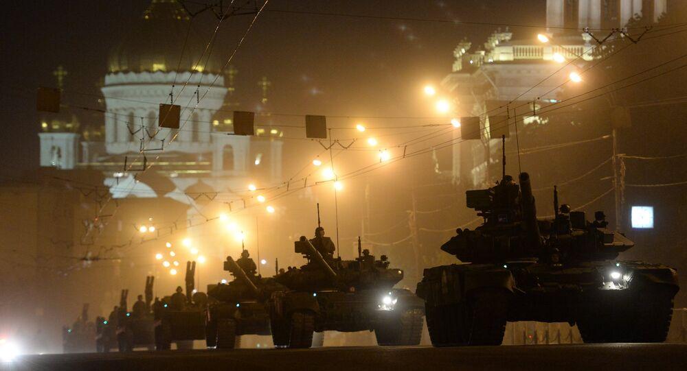 Do Moskwy ściągane jest ciężkie uzbrojenie