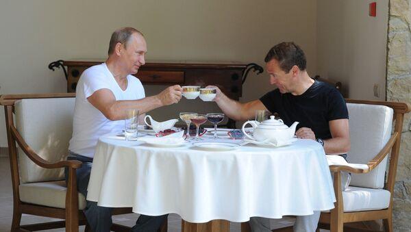 Президент России Владимир Путин и председатель правительства России Дмитрий Медведев в резиденции Бочаров ручей - Sputnik Polska