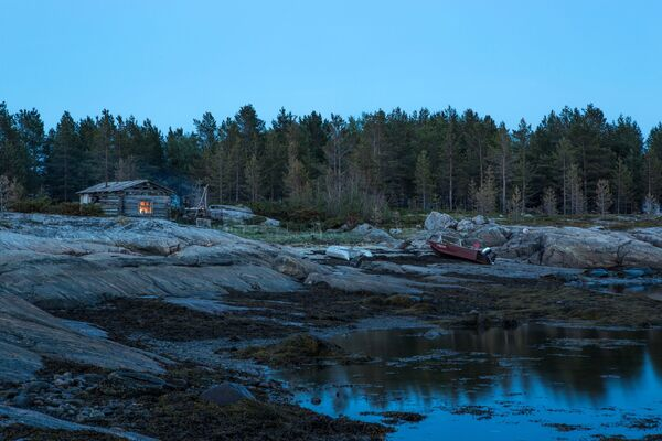 Białe noce nad wyspami Morza Białego w białomorskim rejonie Republiki Karelii. - Sputnik Polska