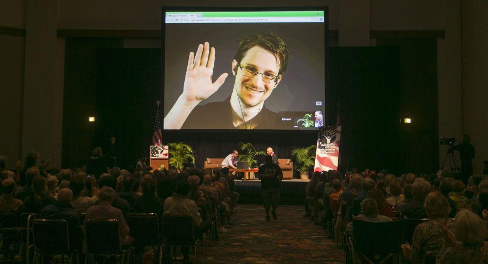 Snowden na ekranie w Honolulu