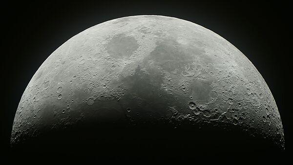 Księżyc w niebie nad Moskwą - Sputnik Polska