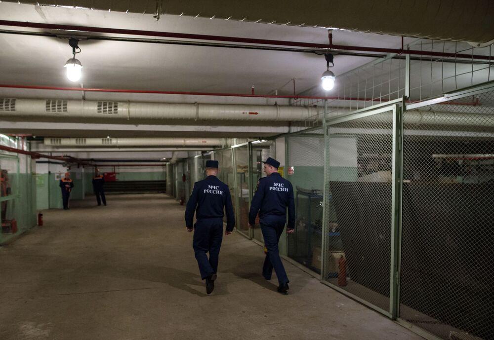 Pracownicy Ministerstwa Spraw Nadzwyczajnych w bunkrze na Altufijewskiej Szosie w Moskwie.
