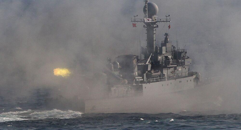 Południowokoreański okręt patrolowy podczas ćwiczeń wojskowych