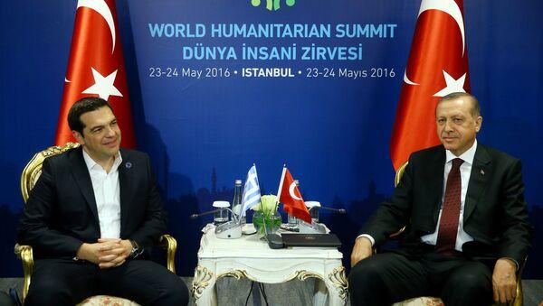 Grecki premier Aleksis Tsipras i prezydent Turcji Recep Tayyip Erdogan na spotkaniu w Stambule - Sputnik Polska