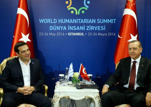 Grecki premier Aleksis Tsipras i prezydent Turcji Recep Tayyip Erdogan na spotkaniu w Stambule
