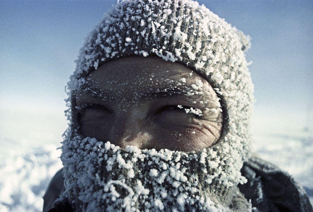 Fizjolog Aleksander Zawadowski na stacji Wostok na Antarktydzie