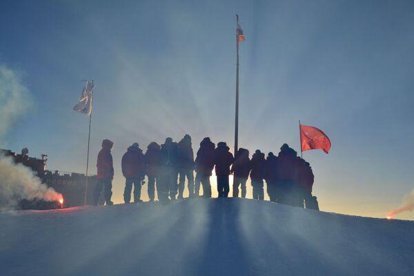 Rosyjscy polarnicy w Arktyce - Sputnik Polska
