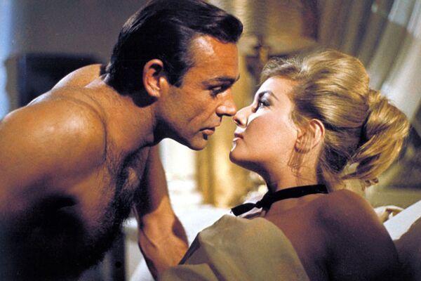 Sean Connery i Daniela Bianchi, Pozdrowienia z Rosji, 1963r. - Sputnik Polska