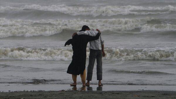 Para na brzegu morza w Pakistanie - Sputnik Polska