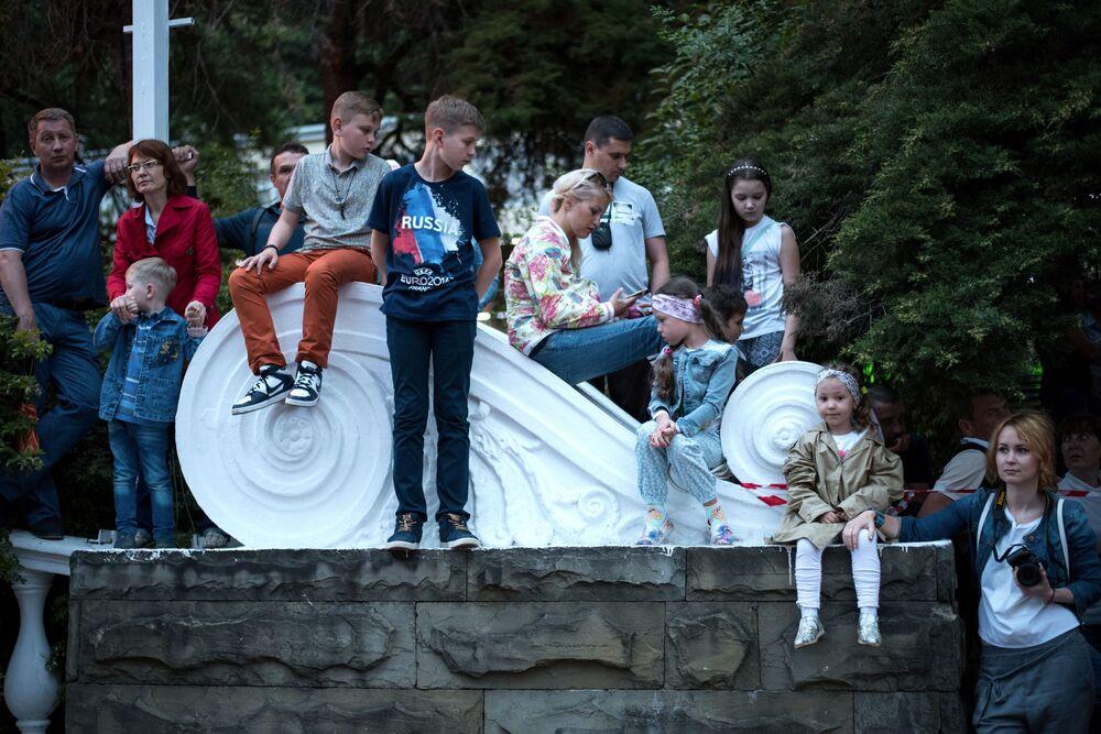 Goście karnawału w Soczi na cześć oficjalnego otwarcia sezonu.