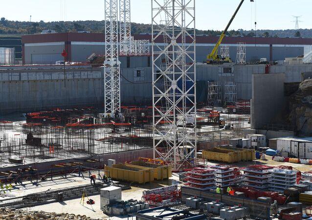 Budowa międzynarodowego eksperymentalnego reaktora termonuklearnego we Francji