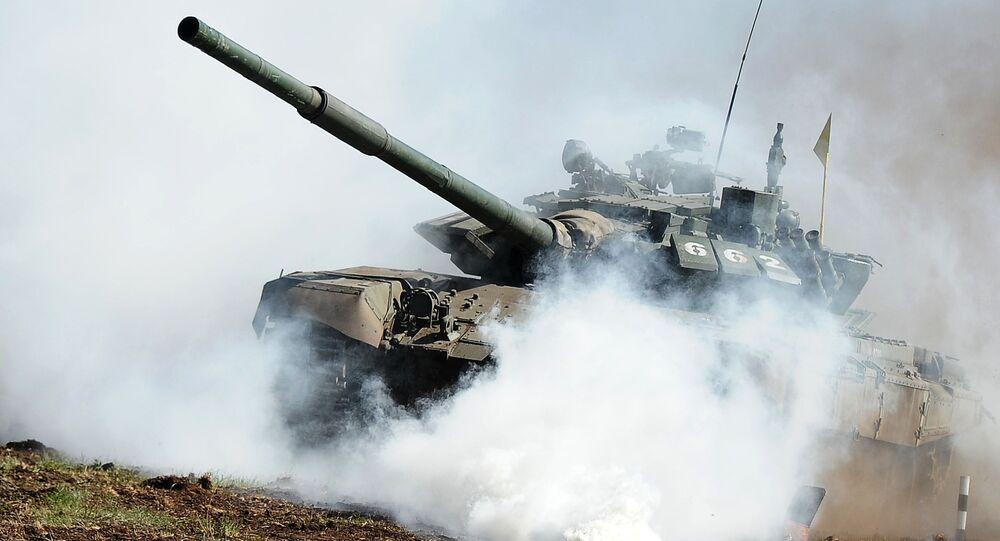 Czołg T-72 podczas eliminacji do konkursu Biathlon pancerny 2016 w obwodzie czelabińskim