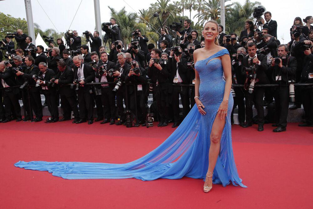 Popularnością cieszy się młoda amerykańska aktorka i fotomodelka Blake Lively.