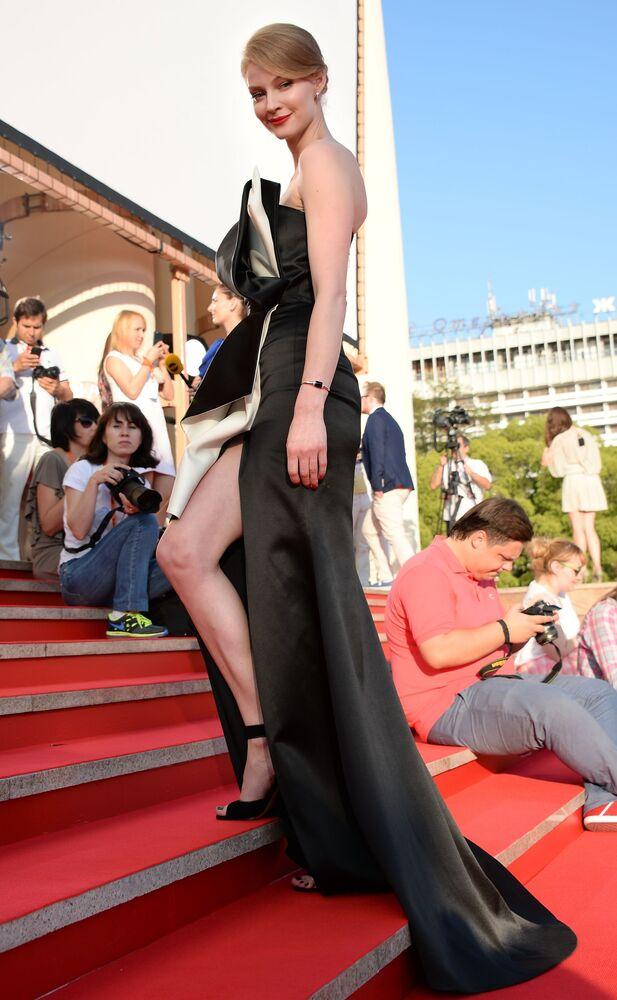 Kolejna rosyjska aktorka – blondynka Swietłana Chodczenkowa.