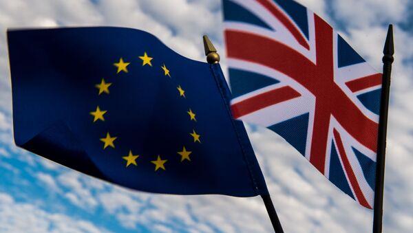 Flagi Unii Europejskiej i Wielkiej Brytanii - Sputnik Polska