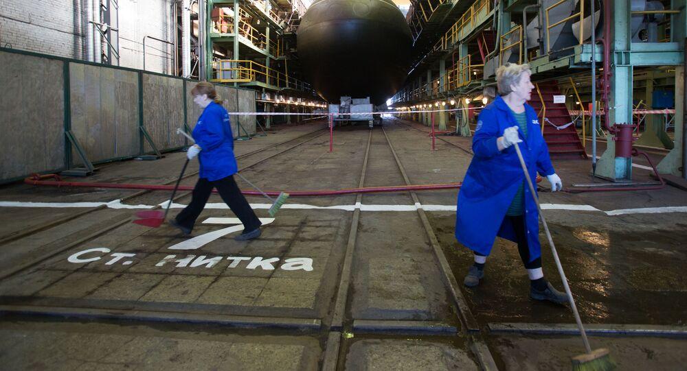 Sprzątanie na stoczni Admiraltiejskie wierfi w Petersburgu