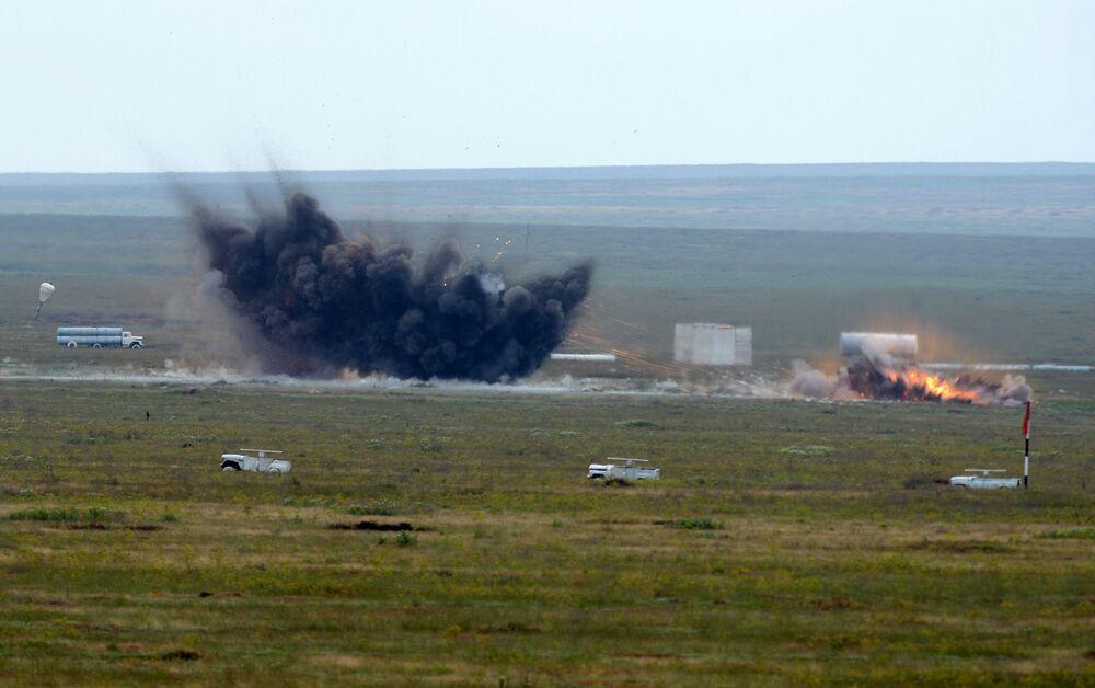 Bombardowanie przez samolot bombowy średniego zasięgu o zmiennej geometrii skrzydeł Tu-22M.