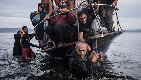 Syryjscy uchodźcy próbują przedostać się na grecką wyspę Lesbos - Sputnik Polska