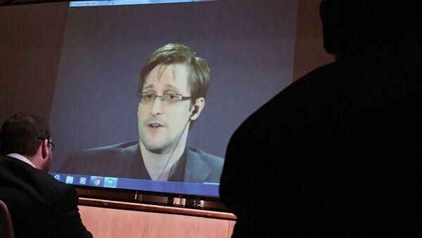 Transmisja telekonferencji byłego pracownika CIA Edwarda Snowdena na Uniwersytecie Johnsa Hopkinsa w Baltimore - Sputnik Polska