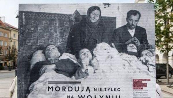 Wystawa fotograficzna Wołyń 1943 na Krakowskim Przedmieściu w Warszawie - Sputnik Polska