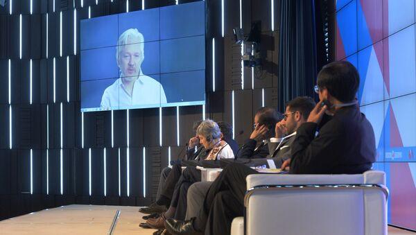 Julian Assange uczestniczy w forum w formie telekonferencji, zorganizowanej przez MIA Rossiya Segodnya i ambasadę Ekwadoru w Londynie, gdzie mieszka od sierpnia 2012 roku. - Sputnik Polska