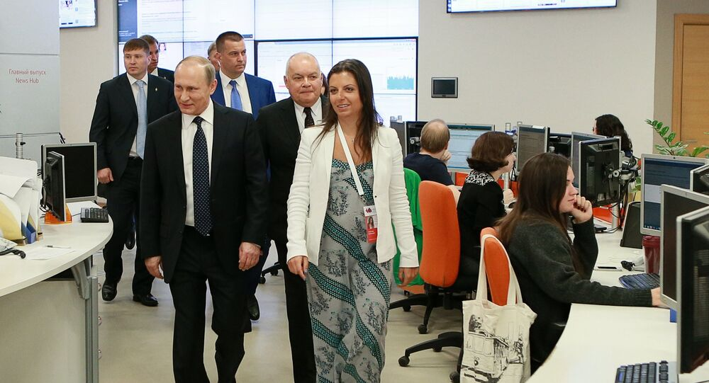 """W MIA """"Rossiya segodnya"""" pokazano Putinowi, jak pracuje radio Sputnik"""