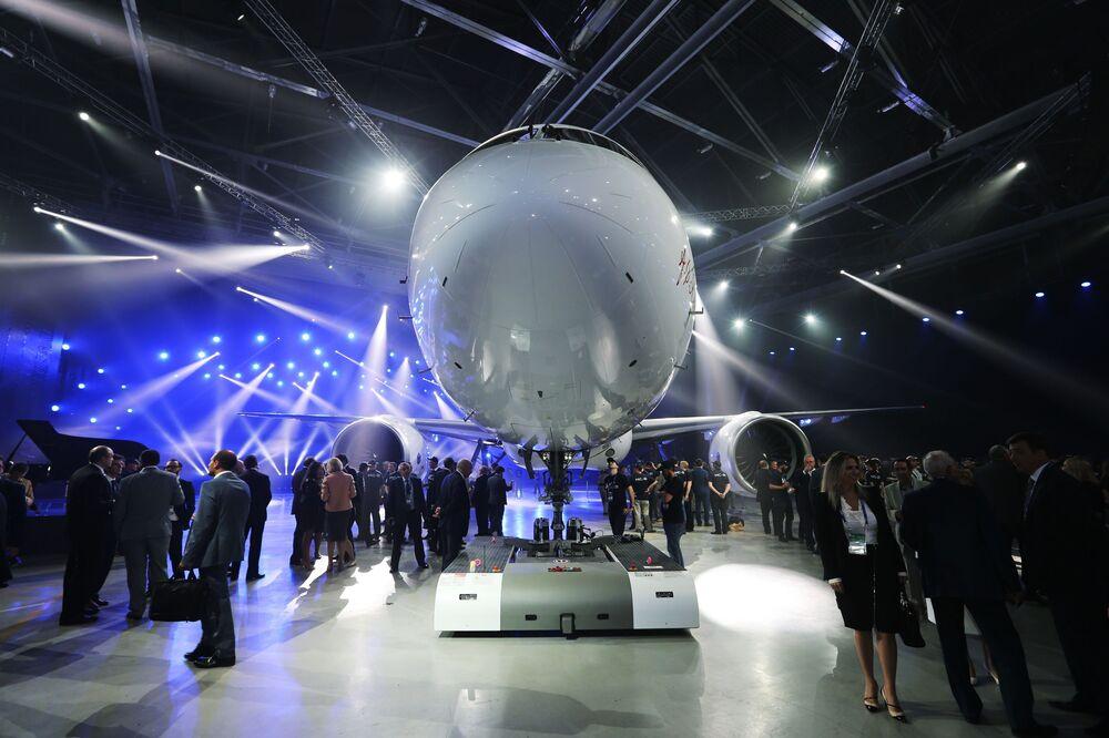 Twórcy twierdzą, że MS-21 daje liniom lotniczym możliwość zmniejszenia czasu postoju na lotnisku o 20%.