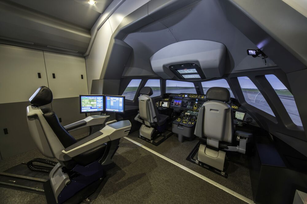 """Włożyliśmy w samolot nie tylko najbardziej zaawansowane rozwiązania techniczne, ale także całą swoją duszę"""" — poinformował Demczenko."""