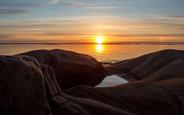 Wybrzeże Morza Białego zajmuje część terytorium Karelii. Ludzie pojawili się tutaj praktycznie zaraz po tym, jak ustąpił ostatni lodowiec. W tym rejonie osiedlili się przodkowie Saamów i migranci z karelskich plemion. Od dawien dawna życie tutaj było nierozerwalnie związane z morzem, które stanowiło główne źródło zarobku mieszkańców. - Sputnik Polska