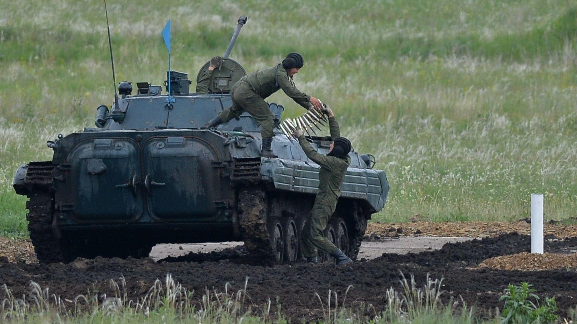 W tym roku w biathlonie czołgów brała udział rekordowa liczba załóg. One reprezentują wszystkie cztery okręgi wojskowe Rosyjskich Sił Zbrojnych, a także Wojska Powietrzno-Desantowe, Flotę Pacyficzną i Moskiewski Ogólnowojskowy Instytut Wojskowy. - Sputnik Polska, 1920, 26.07.2021