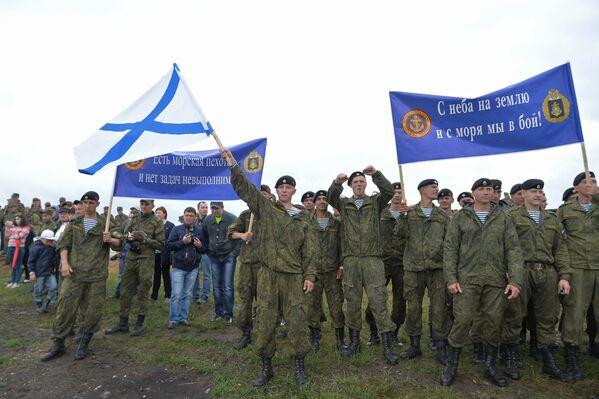 Po raz pierwszy swoje umiejętności w biathlonie czołgów wykazały zespoły z Floty Północnej oraz Kazańskiej Wyższej Szkoły Dowodzenia Wojskowego. - Sputnik Polska