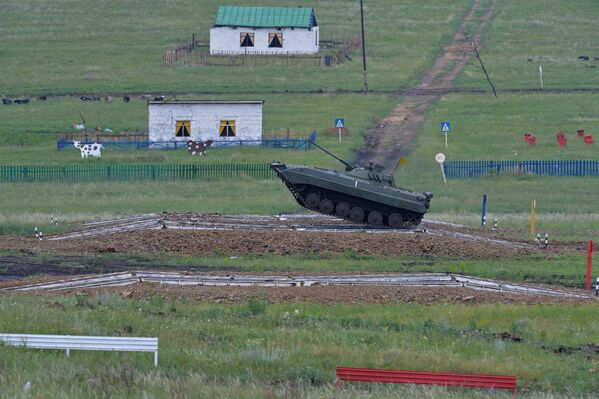 Na poligonie Czebarkul specjalnie do zawodów przygotowano trasę o długości 5,8 kilometra. - Sputnik Polska