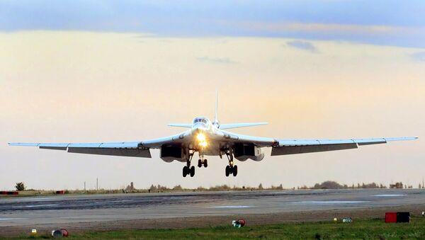 Ponaddźwiękowy bombowiec strategiczny Tu-160 - Sputnik Polska