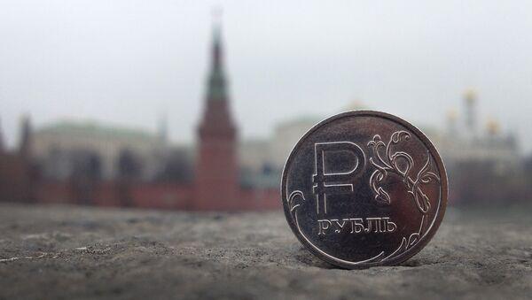 Rosyjski rubel na tle Kremla - Sputnik Polska