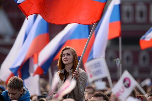Dziewczyna na koncercie na placu Czerwonym w Moskwie - Sputnik Polska
