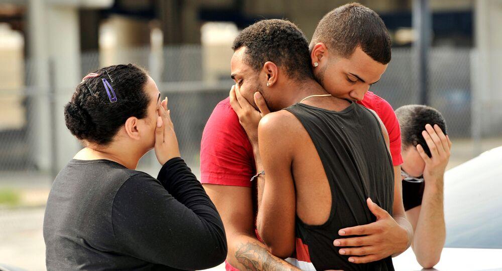 Przyjaciele i członkowie rodziny ofiar zamachu w nocnym klubie Pulse