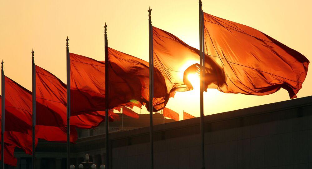 Chińskie flagi o świcie