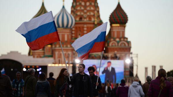 Mieszkańcy Moskwy na świątecznym koncercie z okazji Dnia Rosji na Placu Czerwonym - Sputnik Polska
