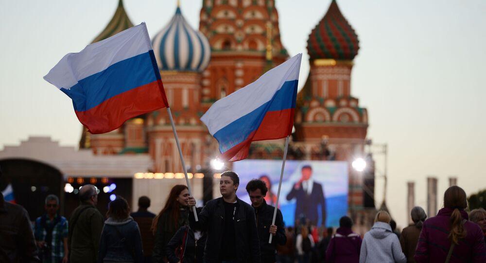 Mieszkańcy Moskwy na świątecznym koncercie z okazji Dnia Rosji na Placu Czerwonym