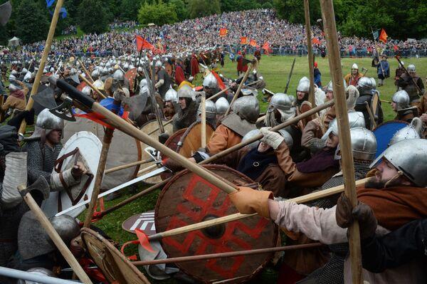 W festiwalu wzięło udział około 2,5 tys. rekonstruktorów z Rosji, Wielkiej Brytanii, Włoch, Francji, Niemiec, Polski i wielu innych krajów. - Sputnik Polska