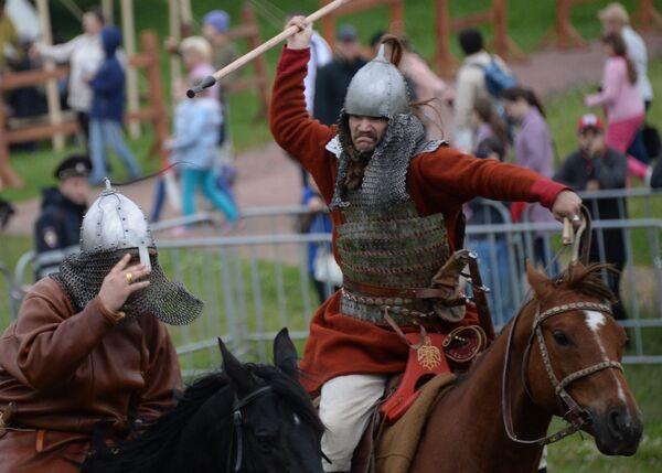 W tym roku oprócz samych rekonstruktorów w festiwalu uczestniczyło 18 koni, a także owce, byki, kozy i gęsi. - Sputnik Polska